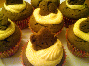 gingerbread cupcakes with maple pumpkin frosting